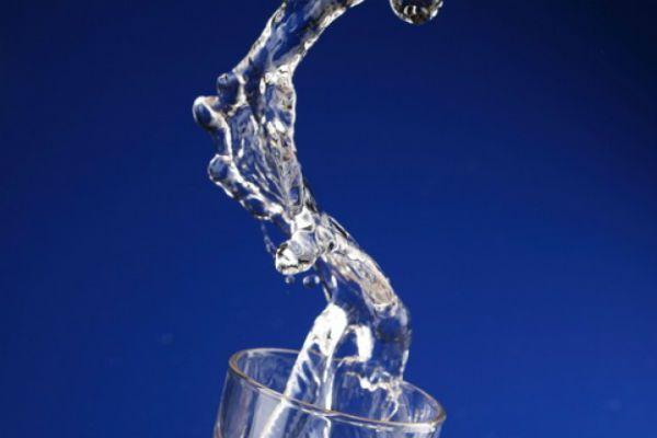 Вода - самый главный компонент в борьбе за здоровый образ жизни. Воды необходимо употреблять не меньше 2 литров в сутки.