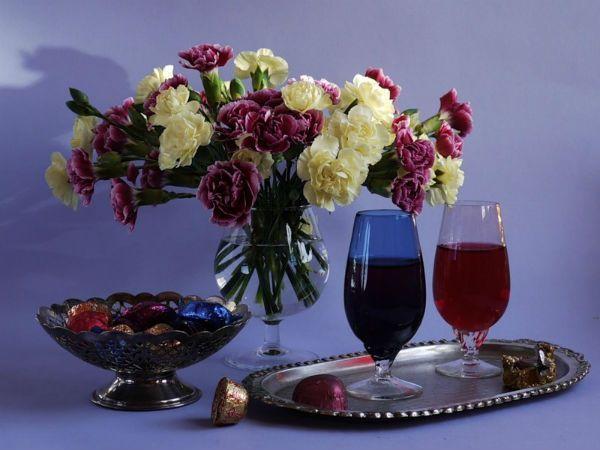 Вино - продукт, наиболее полезный для кожи, сердца и сосудов, но нужно знать меру. Наиболее полезное красное сухое вино.