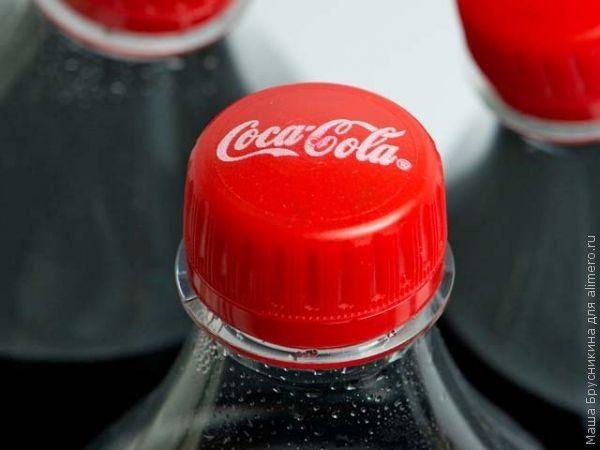 10 оригинальных способов использования Кока-колы в быту