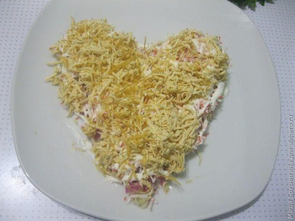салат с яблоком и крабовыми палочками слоеный