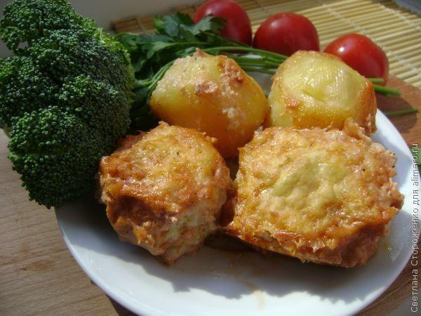 Тефтели с картофелем в сметанно-томатном соусе