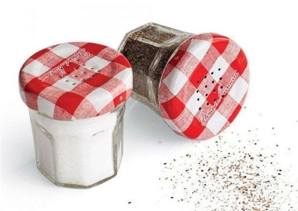 12. Солонка с солью по восточным поверьям поможет сохранить здоровье весь год, а блюдце с маринованным имбирем укрепит супружеские отношения.