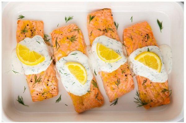 9. В новогоднюю ночь отдавайте предпочтение рыбе и птице. Блюда из них не должны пестрить чрезмерным изобилием. Старайтесь, чтоб все яства были красиво оформлены.