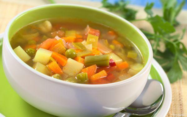 15. Порция овощного супа – 250 грамм. Овощной суп, пожалуй, самый замечательный перекус. Кроме массы витаминов и макроэлементов, он способствует быстрому насыщению. В холодные зимние дни овощной суп согреет, а в летние - охладит.