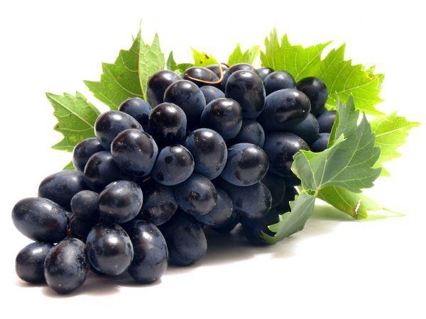 8. Виноград – 150 грамм. Виноград является великолепного источником калия и марганца. Он способствует нормализации пищеварения, прекрасно насыщает и является почти идеальным вариантом перекуса в жаркое время года.
