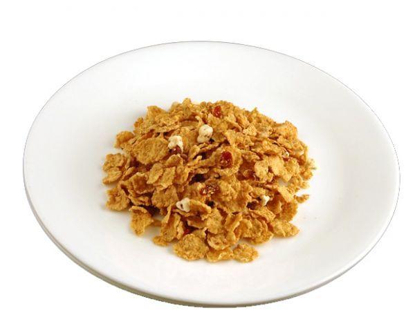 7. Зерновые хлопья без молока – 100 грамм. Для  любителей погрызть что-нибудь рекомендуем попробовать перекус в виде зерновых хлопьев без каких либо добавлений, даже молока.