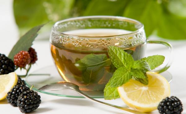 20. Чай с ложкой меда – 2 чашки. Хоть чай тяжело назвать перекусом, но порой только он способен утолить жажду и согреть в холодные зимние вечера. Не стоит пренебрегать удовольствием добавить в чай ложечку меда, он значительно полезнее сахара.