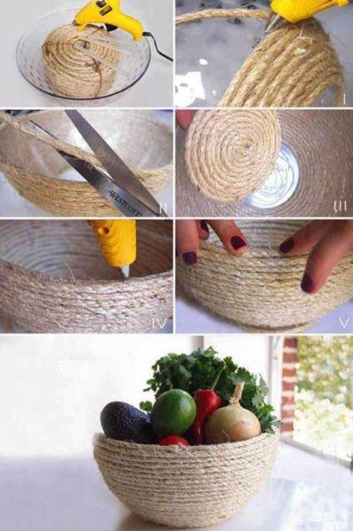 Корзина для фруктов в деревенском стиле - яркий эллемент декора на современной кухне.
