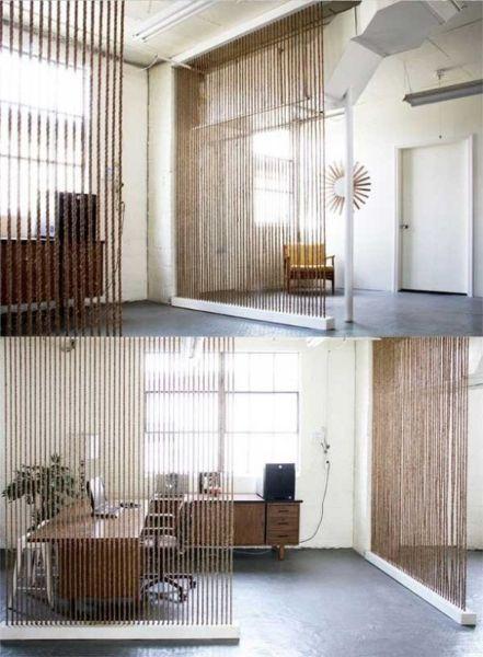 Более масштабный вариант применения веревок в дизайне дома - стена. На самом деле сам процесс создания такой стены довольно прост и не требует больших вложений.