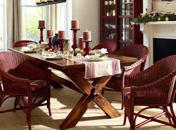 Крупные свечи на столе также придадут вечеру праздничную атмосферу. А если они будут красного или бардового цвета, то отличное настроение не покинет ваш дом.