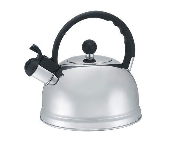 Чтобы быстро вымыть чайник или кофейник, надо наполнить его водой, добавить столовую ложку питьевой соды, прокипятить, а затем ополоснуть теплой водой.