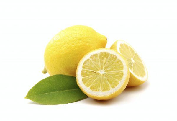 В микроволновку время от времени ставим на полную мощность на 30 секунд чашку воды с соком лимона — так уничтожается неприятный «микроволновый» запах.
