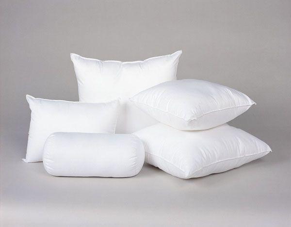 На подушки в спальне перед сном капайте каплю лавандового масла — и спаться будет лучше, и запах разобранного белья не будет застаиваться.