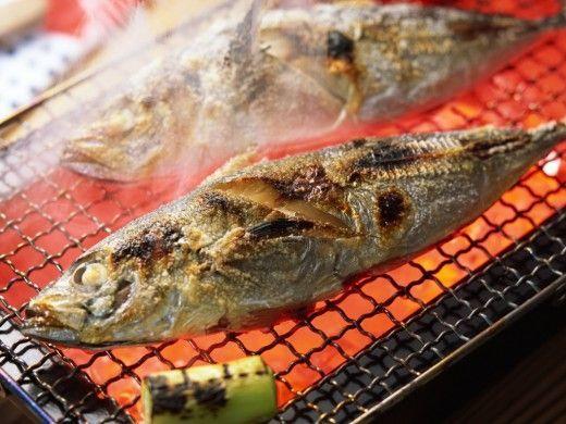 Запах рыбы в квартире можно устранить с помощью эфирных масел, поджаренного кофе и проветривания помещений. Запах этот, конечно, неприятный, но уходит он очень быстро.