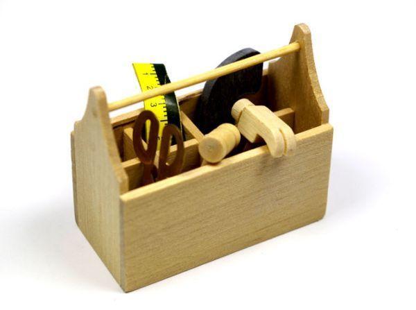 Положите пару пакетиков силикагеля в ящик с инструментами, если вы используете часто инструмент на улице или храните в месте, где может выпасть конденсат. Это предотвратит появление ржавчины.