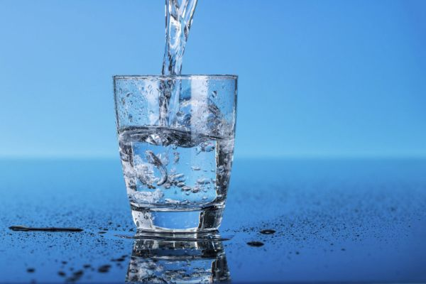 Воду пей перед едой – будешь долго молодой.