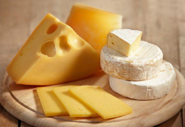 Заешь обед кусочком сыра – в зубах не будет места дырам.