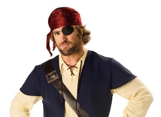 Если ночью вам захотелось в туалет, откройте один глаз и идите в темноте. Включите там свет и выполните задуманное. На обратном пути закройте открытый глаз и откройте другой. Благодаря этому вы сразу начнете видеть в темноте. Этим приемом пользовались пираты при спуске в темный трюм.