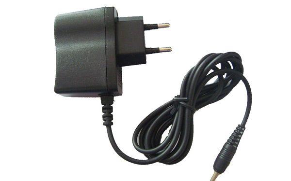 Если вы потеряли зарядку от телефона — ни в коем случае не покупайте новую. Идите в ближайшую гостиницу и говорите там, что останавливались у них несколько месяцев назад и забыли зарядку. Вам притащат ящик с забытыми зарядками и вы подберёте себе нужную.