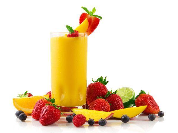 Для сохранения вкуса, аромата и цвета свежих ягод при варке киселя, отжатый из ягод сок не кипятите. Кипятите только залитые водой отжатые ягоды, и в полученный сироп добавляйте сахар и крахмал. Сок вливайте в готовый кисель, когда он снят с огня.