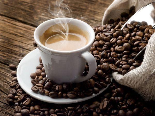 Щепотка соли, добавленная в кофе перед концом варки, придает напитку особый вкус и аромат.