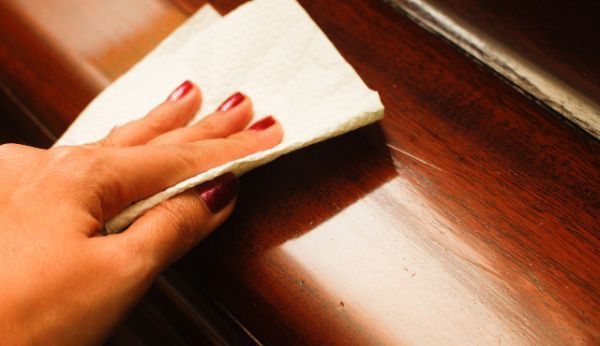 Вытирать пыль, не пропуская ни одного сантиметра.