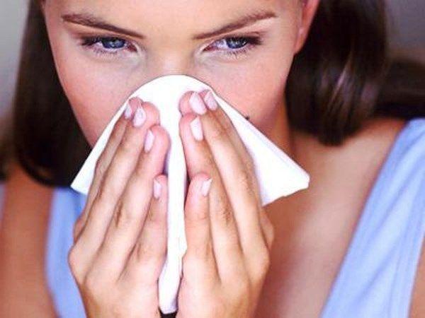 4. Хозяйственное мыло - замечательное противовирусное средство. При насморке или даже начинающемся гриппе необходимо смочить ватный тампон в растворе хозяйственного мыла и обработать им носовые пазухи.