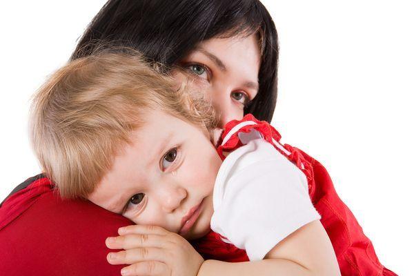 13. Лучше еще крохой приучить ребенка, что когда вы расставите руки, он побежит к вам в объятия (знаю, многие родители так делают). Если это объятие будет приятным, к 3-5 годам привычка останется. Поэтому расставьте руки и когда ребенок к вам прибежит крепко-крепко его обнимите и задержите объятия на несколько секунд.