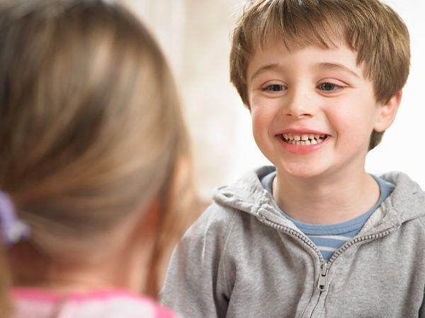 11. Предложите игру. Вы говорите слово, а ребенок старается произнести это слово громче, чем вы. А потом, наоборот, попросите малыша говорить тише, чем вы.