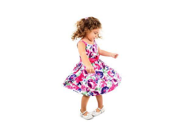 1. Стоп. Вместе с малышом выполняйте различные движения: хлопайте в ладоши, приплясывайте, ползайте, топайте ножками и т.д. Как только вы говорите «Стоп!» – всякие действия прекращаются.