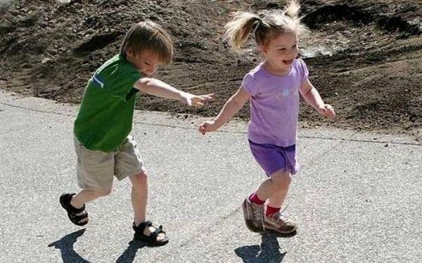 4. Догонялки. Самая интересная и веселая игра. Малыш от вас убегает – а вы его догоняете и обнимаете. Потом меняетесь ролями.