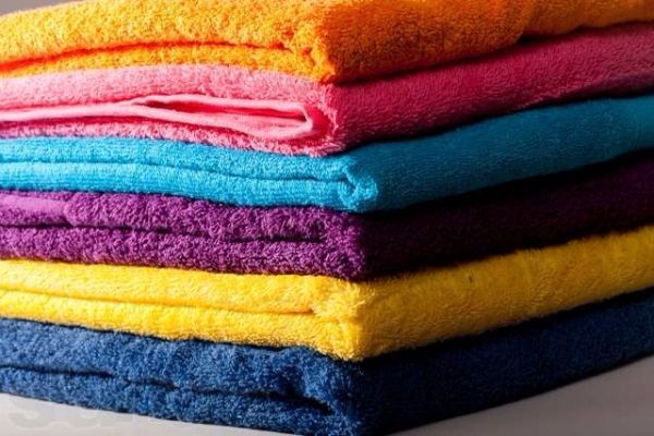 8. Чтобы махровые полотенца и халаты были пушистыми, подержите их после стирки в подсоленной воде и не гладьте.