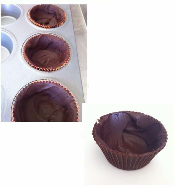 4.Формочку для пирожных можно сделать с помощью силиконовых или бумажных форм для кексов. Просто обмажьте стенки формочек растопленным шоколадом, остудите и аккуратно извлеките их из формы.