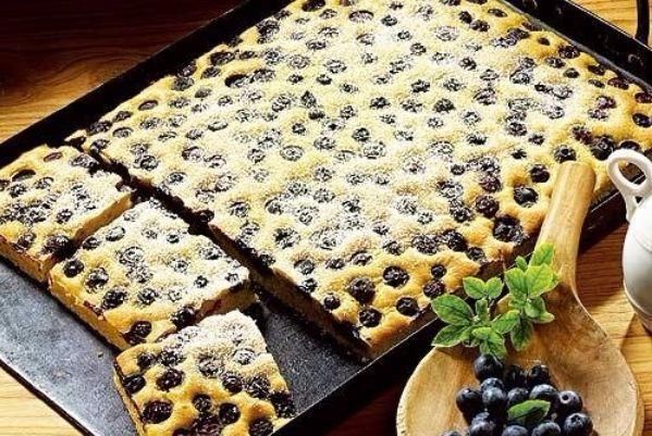 10. Пироги на противне нужно выпекать на среднем огне, чтобы начинка не пересохла.