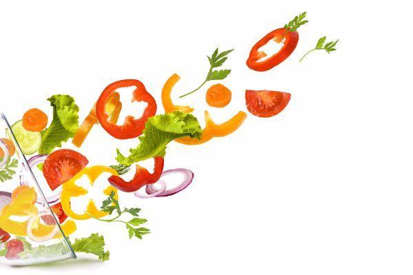 1.Если вы хотите получить вкусные овощи при варке, надо опустить их в воду после того, как вода закипит. Если же вы хотите, чтобы вкусным был бульон - надо начинать варить овощи в холодной воде.