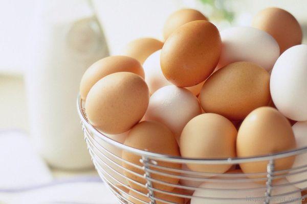 9.Чтобы яйца при варке не лопались, их надо вымыть перед этим в холодной воде.
