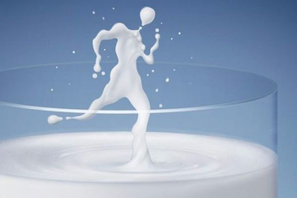 16.Чтобы молоко не убегало, надо бросить туда кусочек сахара и накрыть, помешивая каждые 3-4 минуты.