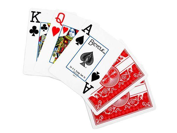 9. Сортировать карты. Колоду игральных карт разложить по мастям или достоинству (от 3 лет).