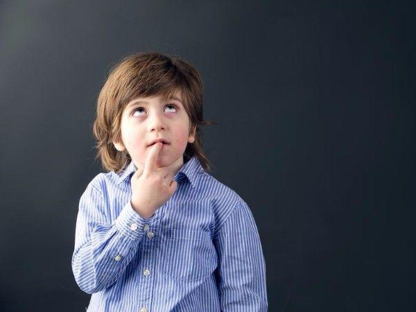 12. Непослушные зайцы. Игра прорабатывает различные запреты. Взрослый рассказывает про зайцев, которые решили включить плиту (выбежать на проезжую часть, порисовать на обоях, вырезать картинку из книги). Задача ребенка заключается в том, что ему нужно остановить зайцев и объяснить, почему этого делать нельзя. Взрослый может задавать уточняющие вопросы (от имени зайцев).