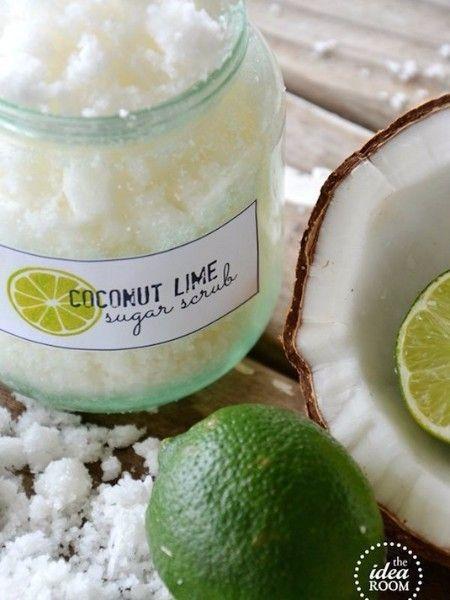 12. Домашний сахарный скраб. Я могу только представить себе, насколько приятно он должен пахнуть! Я очень люблю запах кокоса. Для изготовления такого скраба достаточно смешать кокосовое или оливковое масло с сахаром-песком в пропорции 3 к 4.