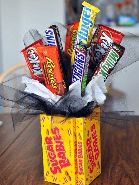 5. Сладкий букет. Этот букет станет прекрасным подарком тому, у кого все есть. Ведь, кто из нас не любит сладости?