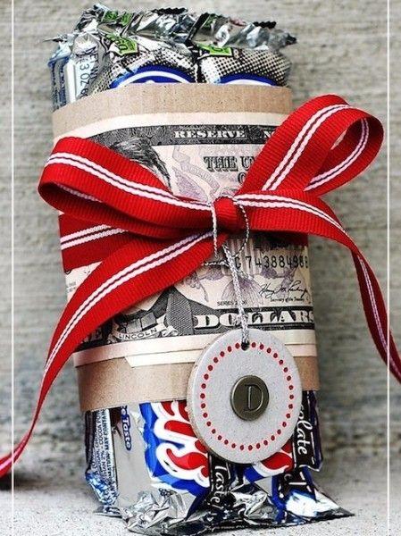 14. Необычная упаковка. Порой все дело в самой упаковке. Это прекрасная идея для подарка подростку. Ведь так скучно вручить в руки имениннику просто конфеты и деньги.