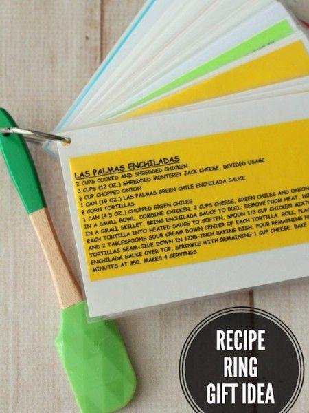 10. Сборник рецептов. Это гениально! Распечатайте и заламинируйте ваши любимые рецепты, скрепив их кольцом. Такой сборник без труда можно повесить на крючок в кухне, где его легко увидеть.
