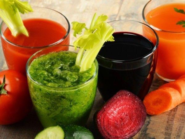 10.  Ванночки из овощного сока. Укрепить ногти в домашних условиях можно при помощи натуральных овощных соков. Лучше всего использовать сок из свеклы, редьки, редиса. В отжатый сок нужно погрузить ногти и держать 15 минут. Будьте осторожны, естественный краситель может впитаться в кожу, соответственно ванночки из свежего сока не рекомендуется проводить накануне ответственных мероприятий.
