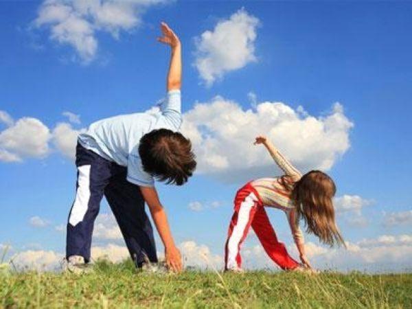 19. Простая зарядка по возрасту, сопровождающаяся потешками или забавной музыкой. Мне очень нравится это занятие. Я себя чувствую тренером по танцам.