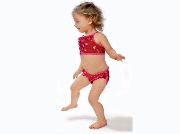 14. Перешагивать препятствия высоко поднимая ноги. Это упражнение развивает координацию движений и физическую силу ног.