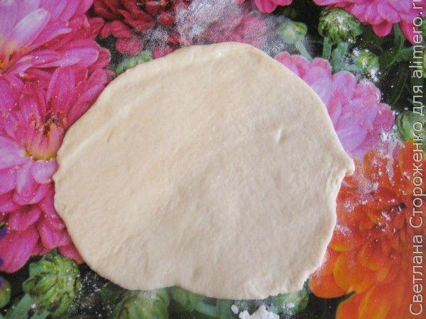 Булочки из дрожжевого теста с мясной начинкой