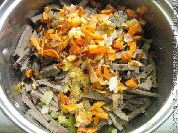 Теплый салат с говяжьей печенью