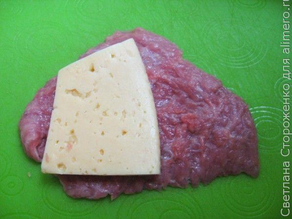 Мясные рулетики с сыром и зеленью