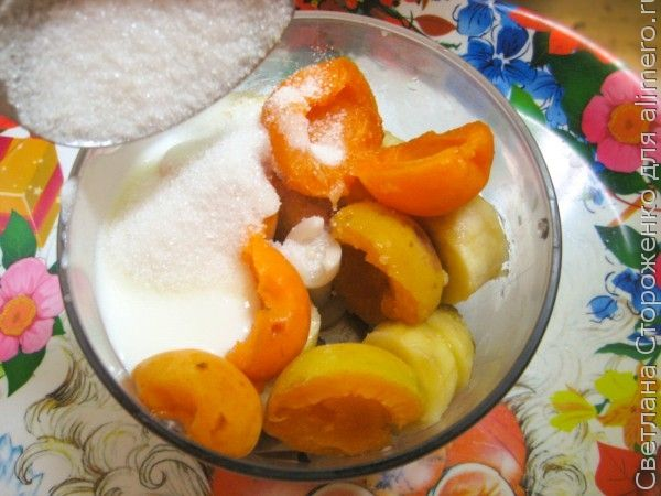 Мороженое из банана с абрикосами